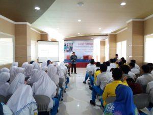 Technopreneur Solusi SMA Muhammadiyah 10 GKB Gresik hadapi Era Digital